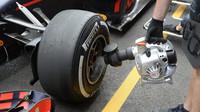 Chlazení pneumatik při tréninku v Baku