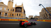 Daniel Ricciardo při tréninku v Baku