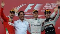 Nejlepší jezdci na stupních vítězů po premiérovém závodě v Baku