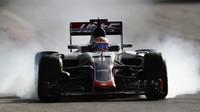 Romain Grosjean probrzdil v závodě v Baku