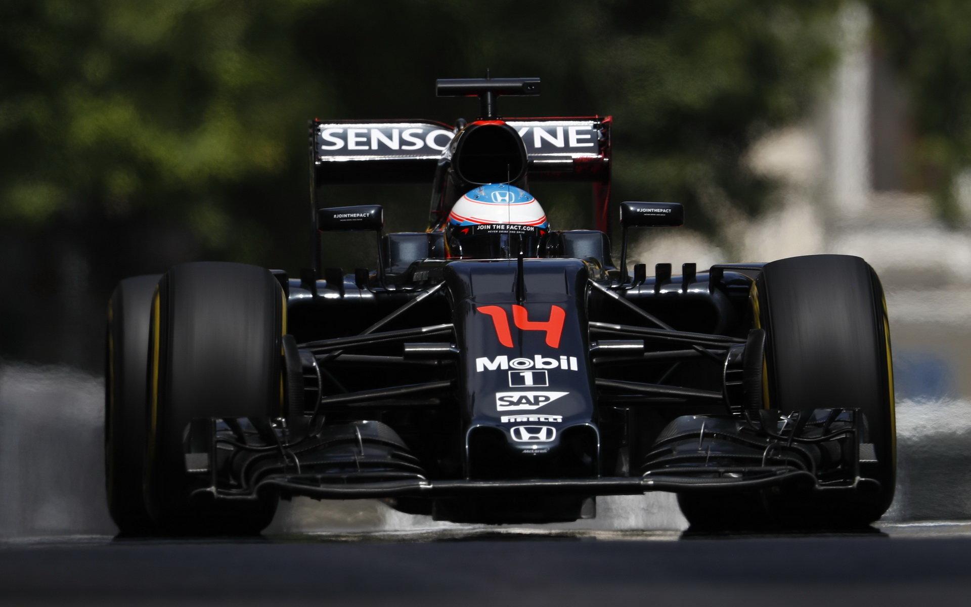 Alonso: McLaren se zlepšuje skoro o minuty, ne o sekundy - anotační obrázek