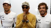 Jenson Button, Pharrell Williams a Fernando Alonso v Baku