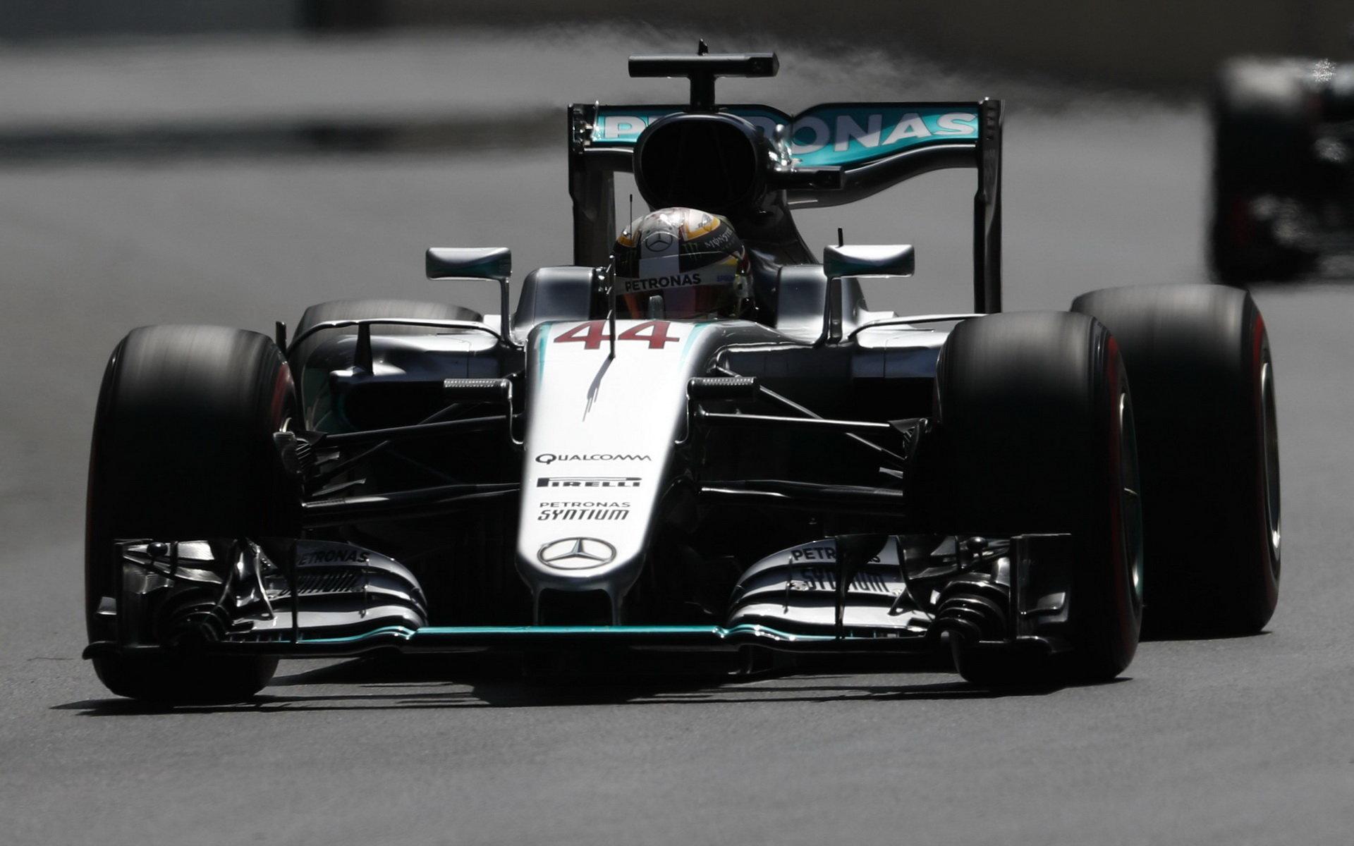 Wolff ví, co je nutné, aby si Mercedes nepustil soupeře k tělu - anotační foto