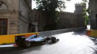 Lewis Hamilton v závodě v Baku