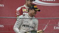 Nico Rosberg slaví vítězství po premiérovém závodě v Baku