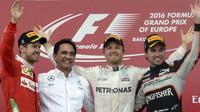 FOTO: Premiérový závod v Baku: velmi vysoké rychlosti a vítěství Rosberga