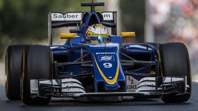 Marcus Ericsson v závodě v Baku