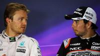 Nico Rosberg a Sergio Pérez na tiskovce po závodě v Baku