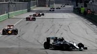 Nico Rosberg v závodě v Baku