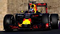 Daniel Ricciardo v závodě v Baku