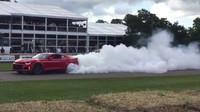 Chevrolet Camaro a režim pálení gum