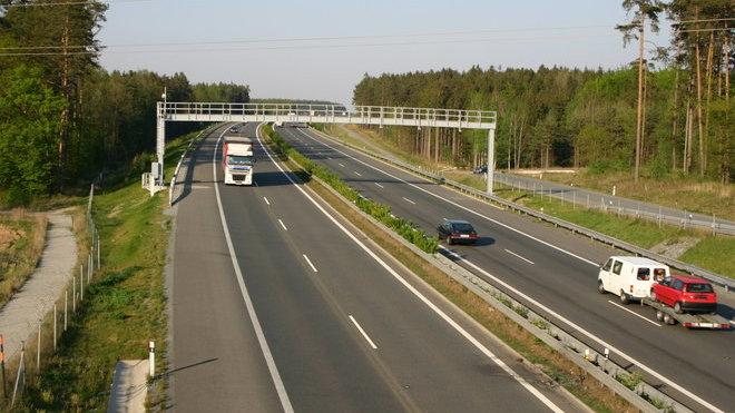 Ceny dálničních známek v Evropě stoupají, dražší je i mýtné.