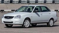 Lada oživuje zájem o Prioru speciálními modely Black Edition a White Edition.