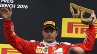 Kimi na pódiu po závodě na Red Bull Ringu