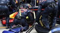 Výměna pneumatik týmu Red Bull v závodě na Red Bull Ringu