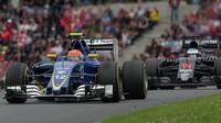 Felipe Nasr a Fernando Alonso v závodě na Red Bull Ringu