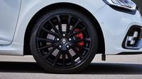 Omlazené Clio RS dává vzpomenout na koncept RS16, automat EDC má pořád.