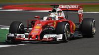 Sebastian Vettel s Ferrari v Silverstone