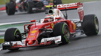 Kimi Räikkönen v závodě v Silverstone