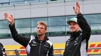 Jenson Button a Nico Hülkenberg před závodem v Silverstone