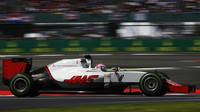 Romain Grosjean v závodě v Silverstone
