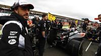 Fernando Alonso před závodem v Silverstone