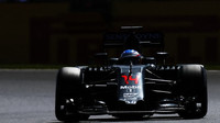 Fernando Alonso v závodě v Silverstone