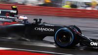 Jenson Button v závodě v Silverstone