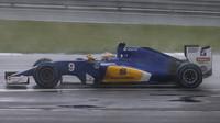 Marcus Ericsson za deště v závodě v Silverstone
