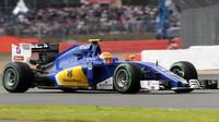 Felipe Nasr v závodě v Silverstone