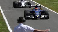 Felipe Nasr a Valtteri Bottas po závodě v Silverstone