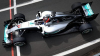 Esteban Ocon s Mercedesem F1 W07 Hybrid během 1. dne sezónního testu v Silverstone