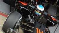 Fernando Alonso při posledních sezónních testech v Silverstone, první den