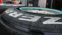 Pneumatiky Pirelli při posledních sezónních testech v Silverstone, první den