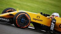 Sergej Sirotkin při posledních sezónních testech v Silverstone, první den