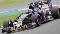 Carlos Sainz při posledních sezónních testech v Silverstone, první den