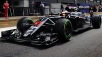 Stoffel Vandoorne s McLarenem MP4-31 během druhého dne testů v Silverstone