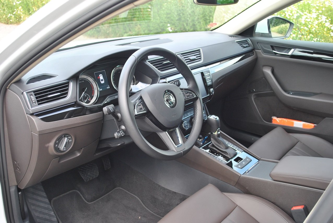 Škoda Superb 2.0 TSI 220 (2016)