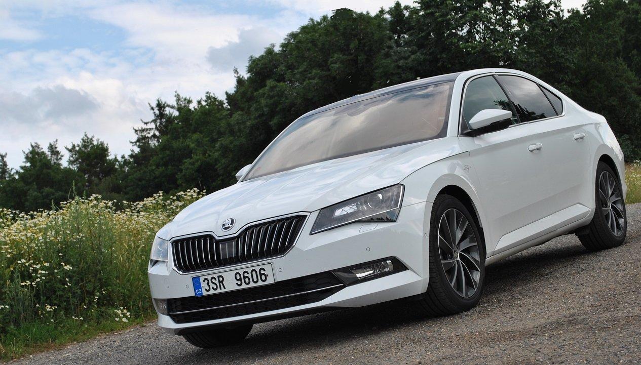 TEST: Škoda Superb 2.0 TSI (162kW) Laurin & Klement: Hra na honěnou - anotační foto