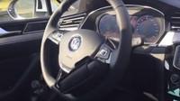 VIDEO: Imbecil za volantem Passatu ukázal, jak se snadno zabít - anotační foto