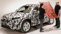 Škoda Kodiaq si dál hraje na schovávanou, nově i s červenou kamufláží - anotační obrázek