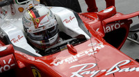Sebastian Vettel při pátečním tréninku v Maďarsku