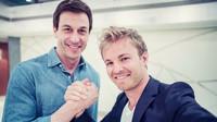 Toto Wolff a Nico Rosberg po německé Grand Prix podobné úsměvy hledali obtížně