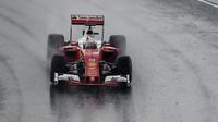 Sebastian Vettel při sobotní deštivé kvalifikaci v Maďarsku