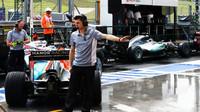 Pascal Wehrlein čekají na výjezd při sobotní kvalifikaci v Maďarsku