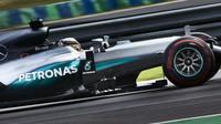 Lewis Hamilton při sobotním tréninku v Maďarsku