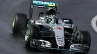 Nico Rosberg při deštivé kvalifikaci v Maďarsku