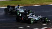 Nico Rosberg a Lewis Hamilton loni za deště v Maďarsku