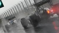 Nico při sobotní deštivé kvalifikaci v Maďarsku