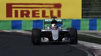 Lewis Hamilton zaznamenal v Maďarsku své páté vítězství v letošní sezóně